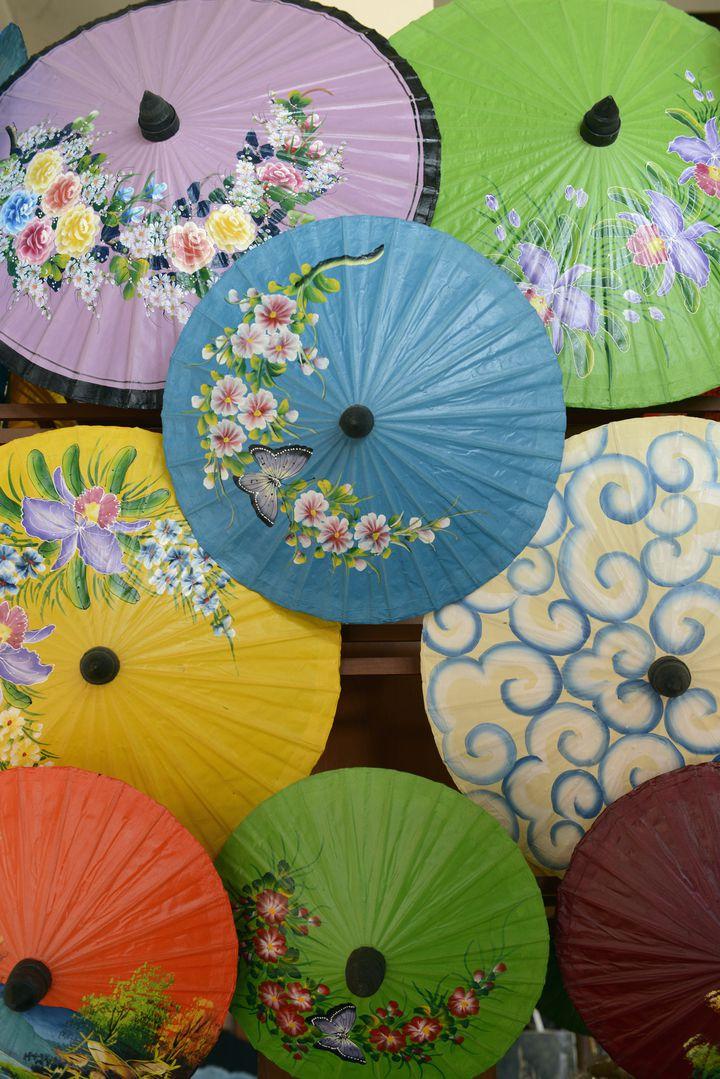 【終了】色とりどりの傘が作る別世界「チェンマイ ボーサーン傘祭り 2020」タイで開催