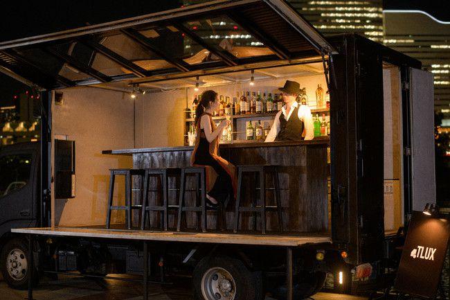 日本初!渋谷にカウンターと客席がある移動型バー「トラックス」がオープン!