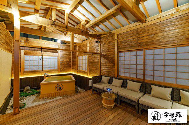 一棟貸しきりで贅沢に。大阪に「今昔荘 心斎橋 空庭檜風呂邸」オープン