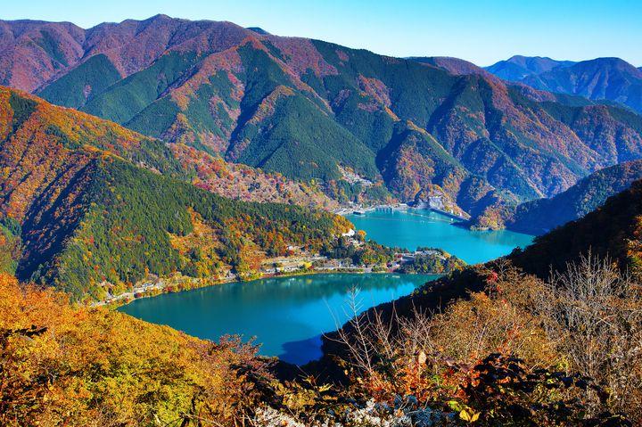 東京都内屈指の紅葉の名所!人生で一度は「奥多摩湖」の紅葉を見てみたい