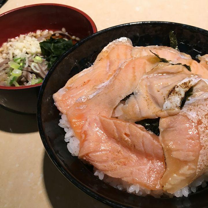 東京都内で食べられる「夢のデカ盛り海鮮丼」5選