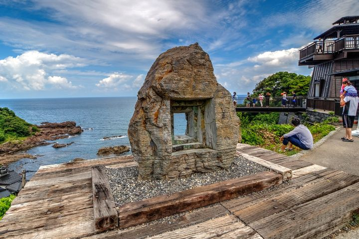 伝説のパワースポット「聖域の岬」に存在する神秘的なブルーのパワーホール