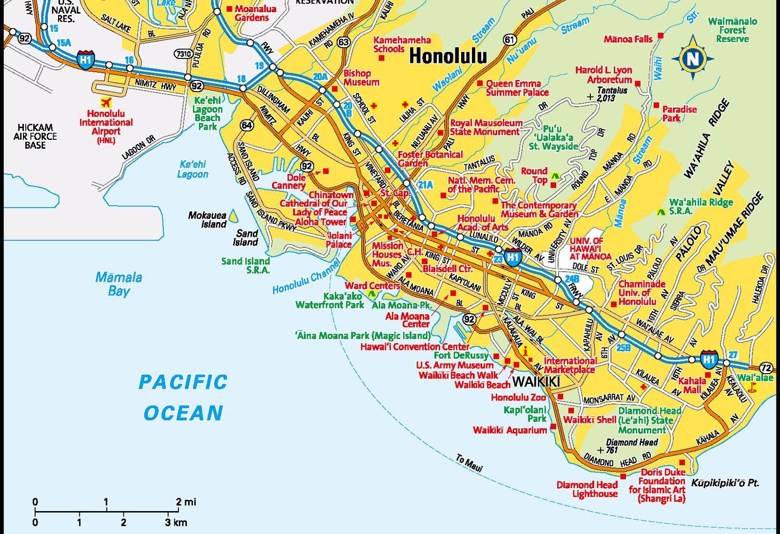 ハワイ諸島の玄関口、オアフ島の中心エリアと言えば、ワイキキビーチ。モアナサーフライダーやロイヤルハワイアンなどの老舗ホテルに、サーフィンのレジェンド、デューク・カハナモク像のある白くきれいなビーチに、次々と新顔の登場するショッピングセンターやレストランなど。いつ行っても懐かしく、かつ、いつ行っても新鮮な出会いがあるワイキキだけに、「別にそれ以上、行く先を拡げないでもいいんじゃない?」という方も多いかも。でも、せっかくだからもう少しだけ、足を伸ばしてみませんか? 今回は、破竹の勢いで開発が進み、ワクワクでいっぱいの3エリアについてご紹介します。