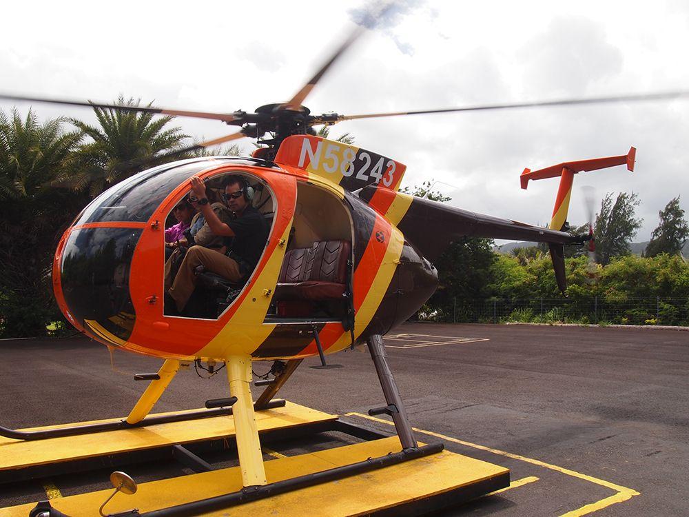 こちらはリゾート内から出発する「パラダイスヘリコプター(Paradise Helicopters)」のヘリツアー。オアフ島をぐるりと一周するツアーでは、ワイキキビーチやダイアモンドヘッドといった見慣れた光景から、聖なる滝(セイクレット・フォールズ)、カハナの熱帯ジャングル、コオラウ渓谷、カネオヘ湾といった地上からはアクセスしづらい秘境の絶景までを、たっぷり堪能できちゃいます。
