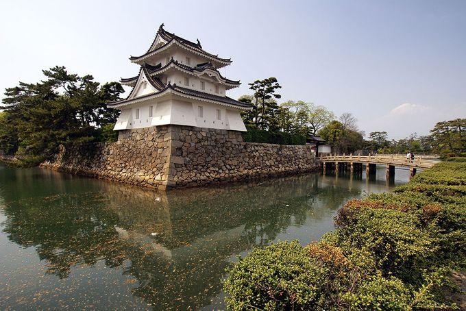 艮櫓(丑寅櫓)(旧太鼓櫓跡・重要文化財指定)