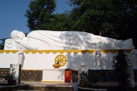 この寝涅槃仏様は、ブンタウでも最大級なんです。