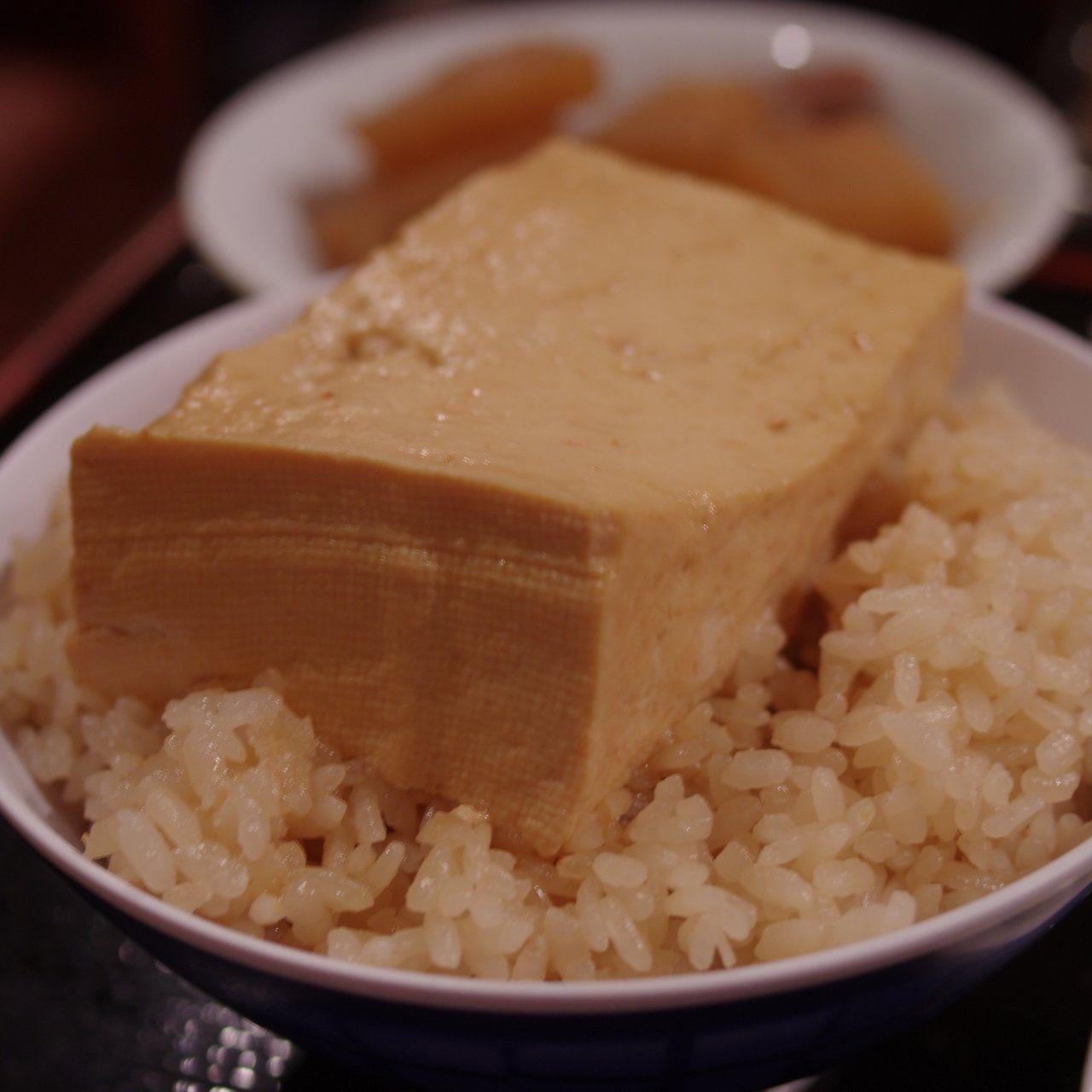 豆腐を乗せただけ!日本橋の「とうめし」が脅威的に旨いらしい