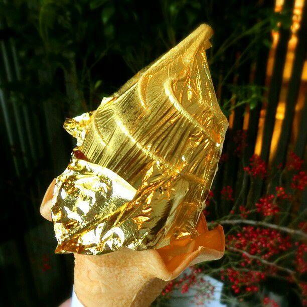 日本一豪華なスイーツ?金沢に行ったら「箔一」の金箔ソフトでしょ
