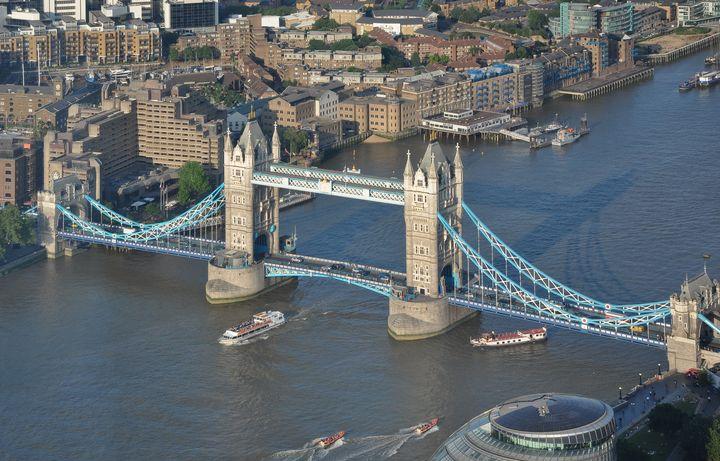 ファンタジーと伝統がつまった魔法の町!映画に出てくるロンドンのロケ地めぐり15選