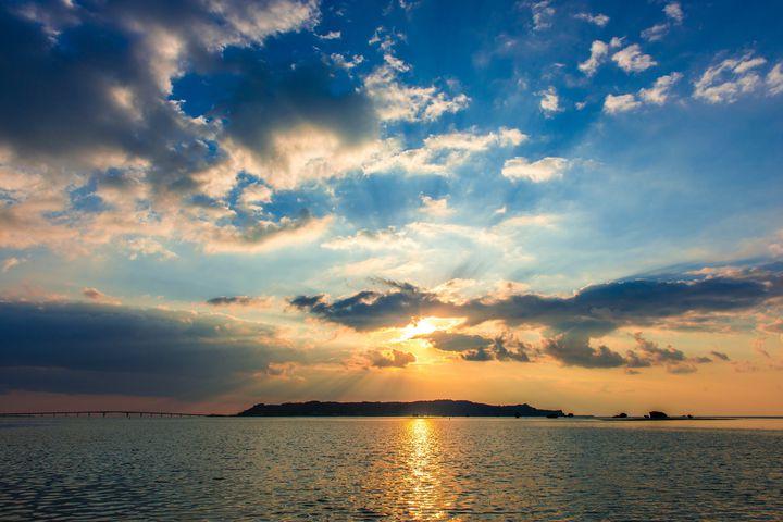 初日の出にもおすすめ。沖縄で美しい日の出を拝められるスポット15選!