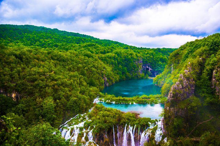 世界で最も美しい滝がある「プリトヴィツェ湖群国立公園」は秋の紅葉シーズンが穴場