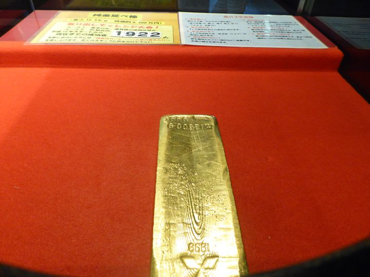 リアル体験できちゃう時価6千万の「金の延べ棒」つかみにソソラレテ資料館を見逃さない様に!