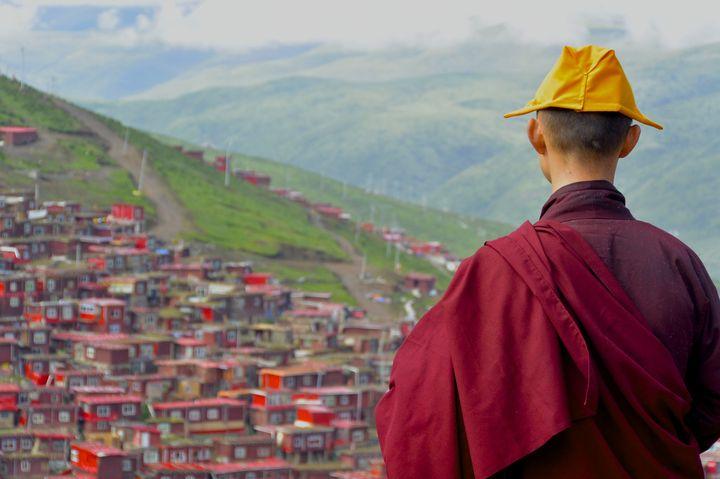 行けるかどうかは運次第!中国「ラルンガルゴンパ」の奇跡の絶景とは
