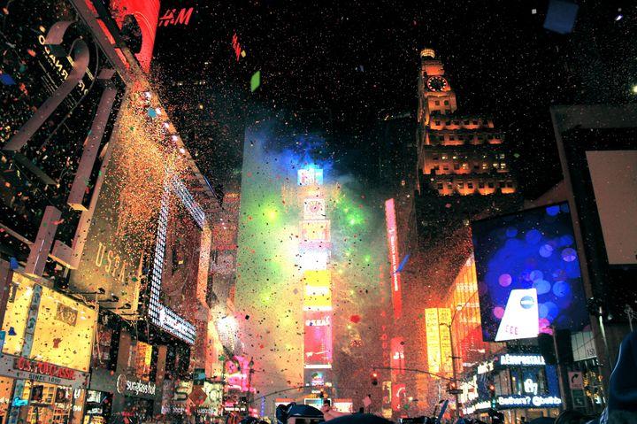 人生最高の年越しの瞬間!NYタイムズスクエアのカウントダウンが豪華すぎる