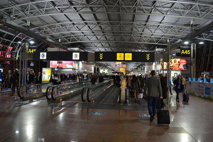 空港自体はコンパクトでも、飛行機から出口まではそれなりに時間がかかるそうです