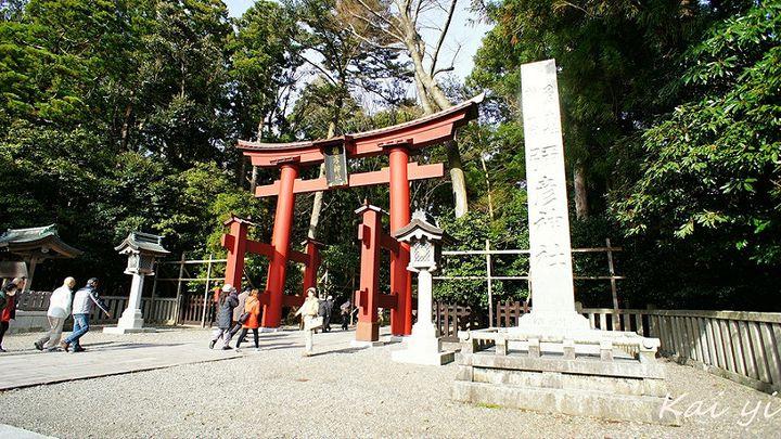 パワースポットで有名な「彌彦神社」。古くから「おやひこさま」の敬称で親しまれている神社です。