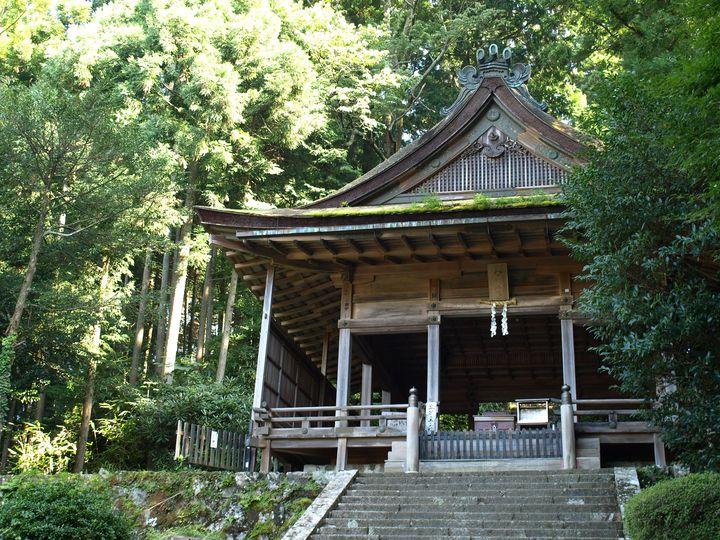 子授祈願や諸業繁栄のご利益で知られる神社。夏に行われる「流鏑馬」の神事もおすすめですよ。