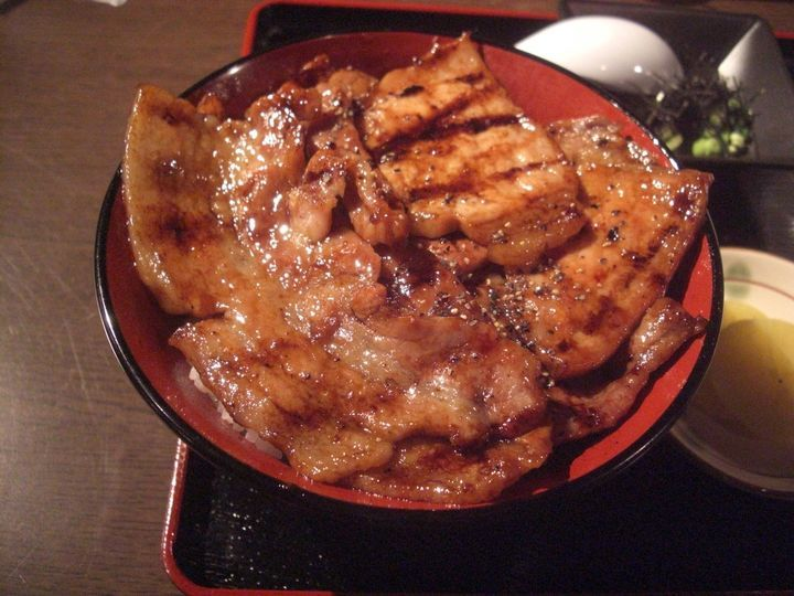 日本全国の味を東京で味わえる!食べないと後悔する「ご当地丼」東京都内5選