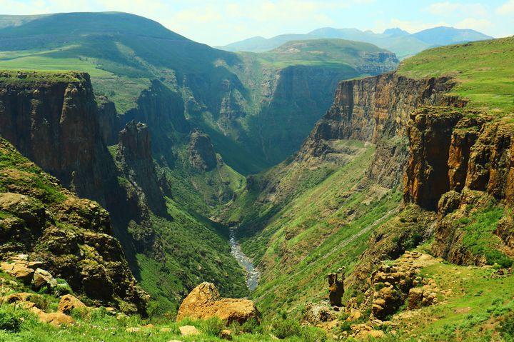 """アフリカ屈指の絶景地!""""天空の王国""""と呼ばれる国「レソト」"""