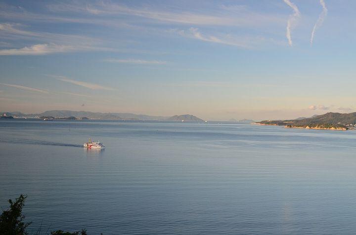 瀬戸の海を一望できる岬に建つ人気の国民宿舎
