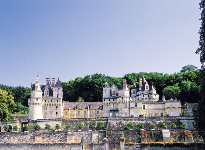 眠れる森の美女のお城は実在した!モデルとなったフランス「ユッセ城」とは