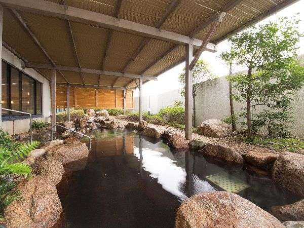 日帰りプランでは露天岩風呂を満喫できます。