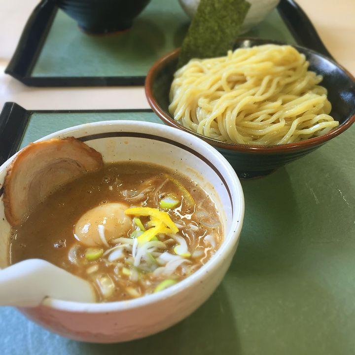 徳島県でつけ麺を食べると言えば一番出でてくるのがこの店です。ラーメンスープに独特にアレンジされたつけ汁が最高の味わいを醸し出します。ボリュームもあり食べごたえ抜群です。濃厚なスープを堪能してください。