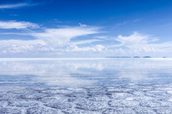 日本にもあった!ウユニ塩湖に負けない「阿蘇の湖」が美しすぎる