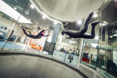 屋内でスカイダイビング!新感覚スポーツ「FlyStation」が遂に日本初上陸