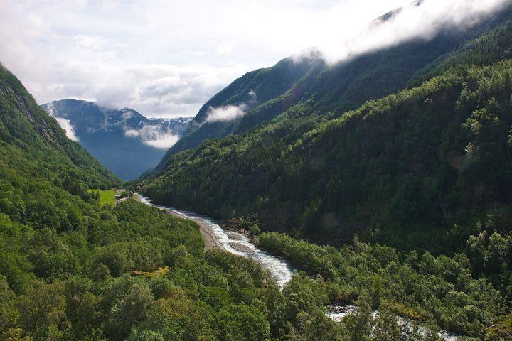 トロルの舌は行く道中もとってもきれい!ノルウェーの大自然を満喫しましょう。