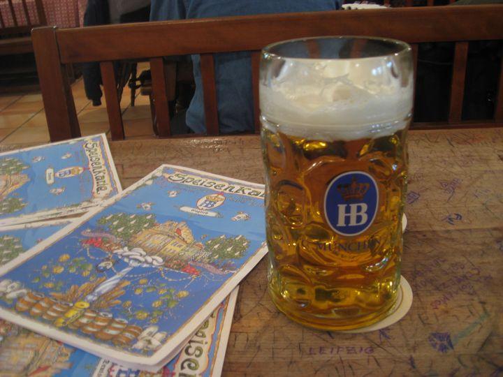 ドイツといったらビールとソーセージ。ビール好きな人にはミュンヘン中心部のビアホール、ホフブロイハウスは外せませんね!