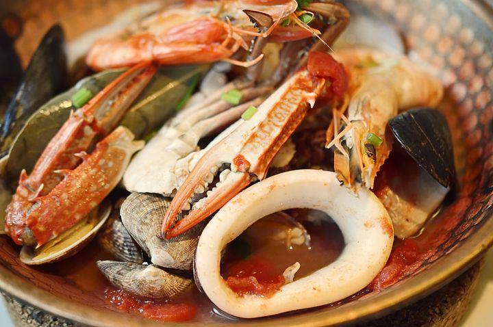 寒い冬こそ!1度は食べておきたい世界のホットな鍋料理8選