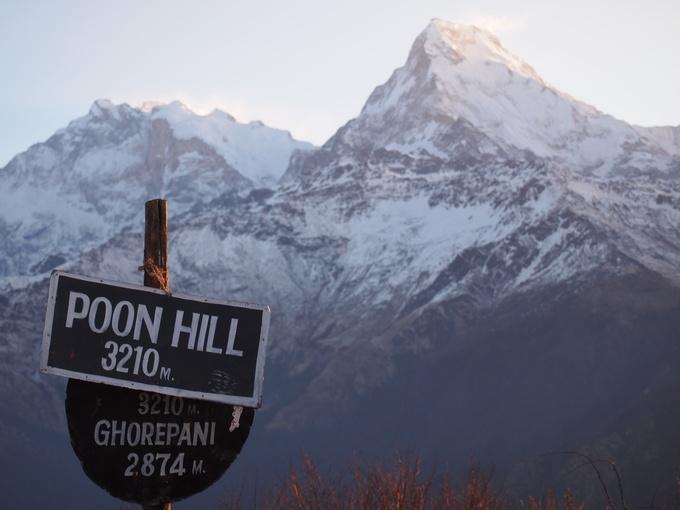 3210mの展望台からは6000メートル級の山々が大きく見えます。日の出の美しさは別格です。