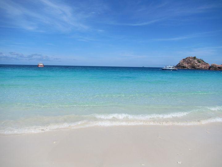 美しいビーチに歓喜の声を上げるはず。Have a nice trip!
