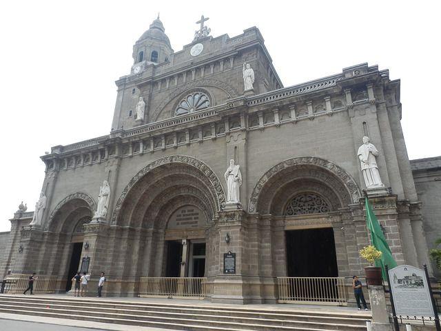 教会周辺では、カレッサと呼ばれる馬車にのり周辺を散策することが出来る。