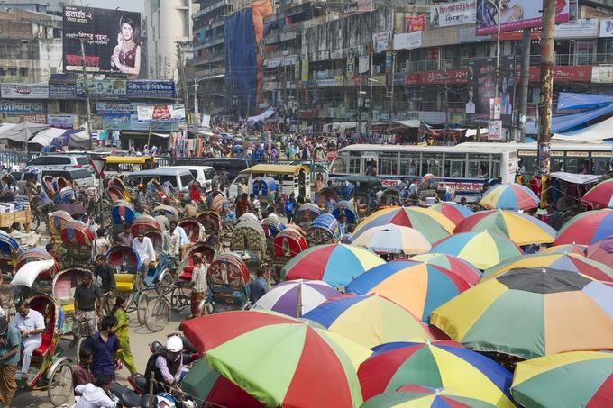 ものすごい数で渋滞を引き起こすリキシャ