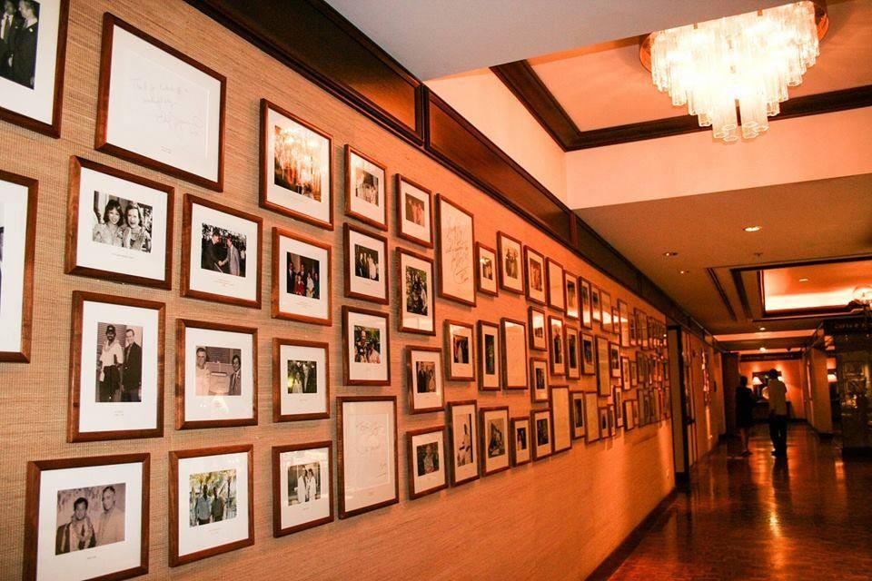 50年の歴史が迎えて来た数々のセレブリティの写真が壁一面に!!