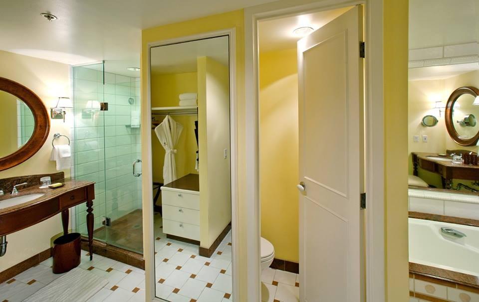 バスルームもゆったり。2つずつの洗面台&クローゼットで喧嘩知らずです