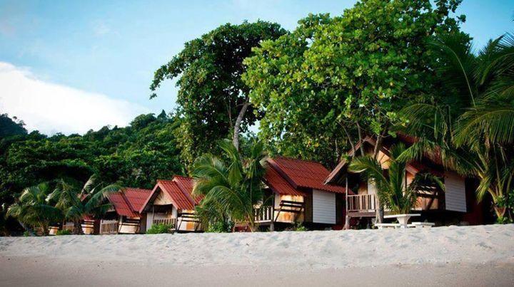 美しいビーチに佇むコテージに宿泊することが出来ます。