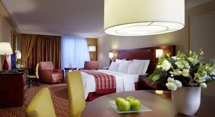 ライツェ広場の向かいという市内中心部に位置するエレガンスな5つ星ホテル