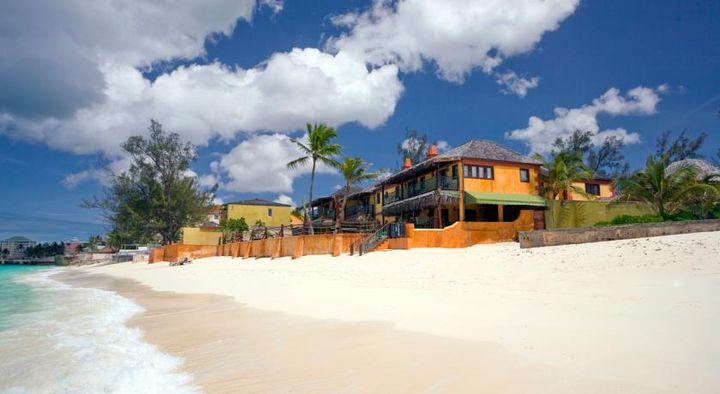 目の前に美しい砂浜が広がる最高のロケーションを味わえます。