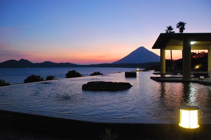 眺望があまりに美しい国内の絶景温泉