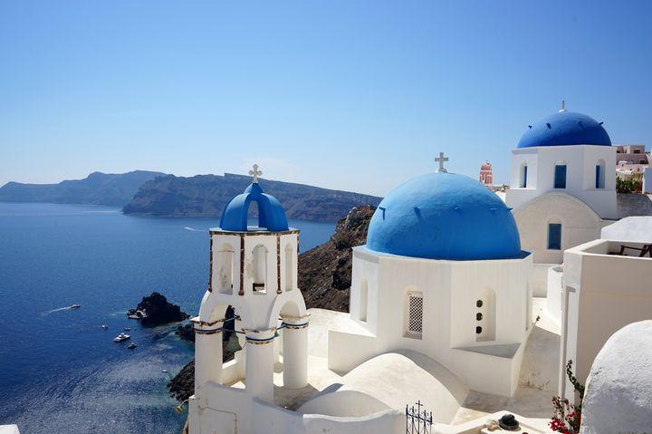 エーゲ海の絶景スポット!サントリーニ島の白と青のコントラストが夢のような美しさ