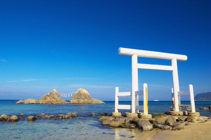 """神秘的な絶景!""""海に浮かぶ鳥居""""が見られる日本全国のスポット8ヶ所"""