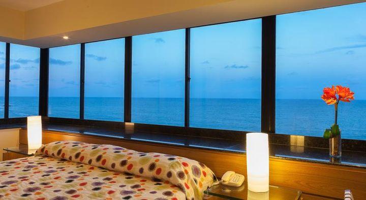 ビーチを一望できる大きな窓が特に素敵ですね。