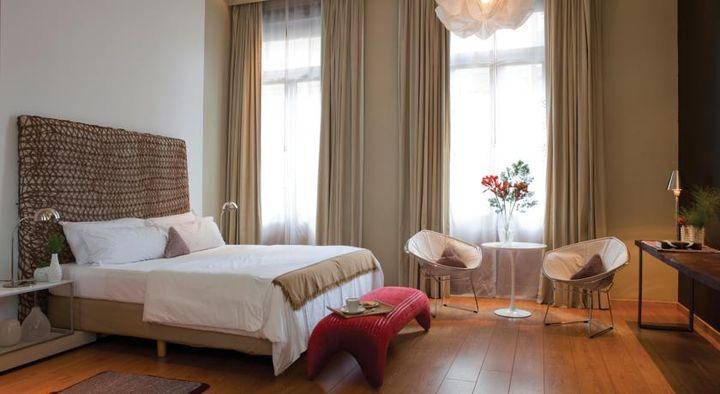 ネオ・ルネッサンス様式のファサードを持つ1880年代の歴史的建造物を利用した4つ星ホテル