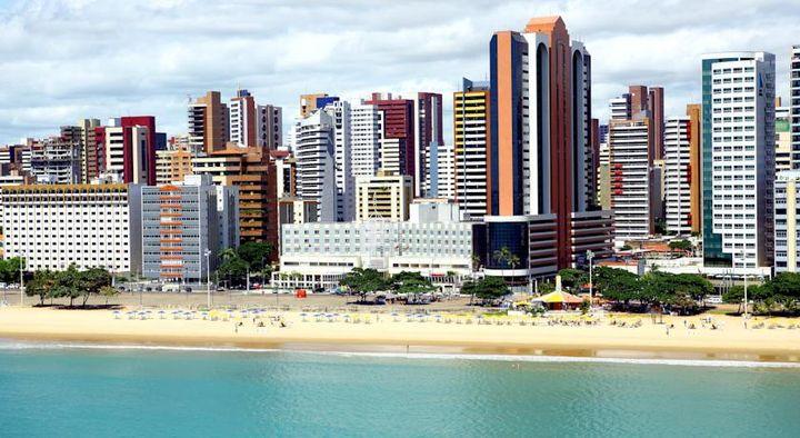 海岸沿いのベイラ・マル通りに位置する4つ星ホテル