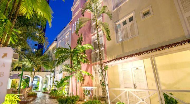 素晴らしい外観が魅力の海辺に近い3つ星ホテル