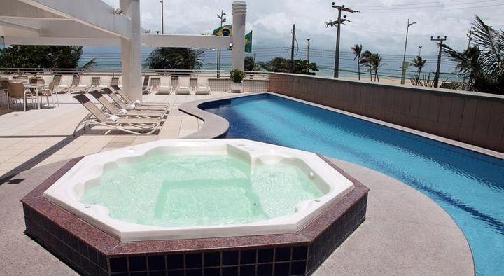 イラセマビーチの素晴らしい景色を望む3つ星ホテル