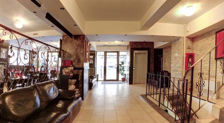 バニャサ空港から徒歩3分、アンリ・コアンダ国際空港から車で7分のロケーションにある3つ星ホテル